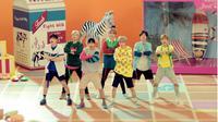 GOT7 akhirnya merilis videoklip terbaru dengan tema ceria dan pesan untuk wanita di dunia.