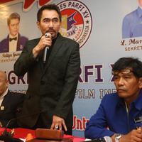 Gatot Brajamusti sesaat setelah dinyatakan kembali menjadi Ketua PARFI di Lombok, Nusa Tenggara Barat. (Liputan6.com/Aditia Saputra)