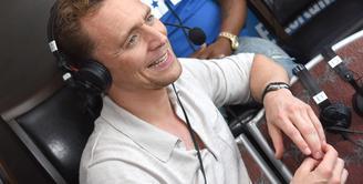 Tom Hiddleston putus dari Taylor Swift kabarnya sulit mencari wanita lain yang mampu mengisi hatiya. Namun kini dikabarkan Tom sudah memiliki kekasih baru, meski parasnya serupa dengan Taylor. (AFP/Bintang.com)