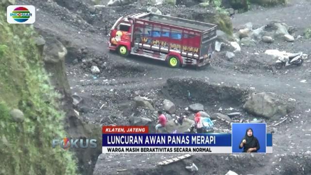 Sempat luncurkan awan panas, warga sekitar Gunung Merapi di Desa Balerante, Klaten, masih beraktivitas seperti biasa.