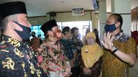 Dijen Dukcapil Kemendagri Zudan Arief Fakrulloh memuji aplikasi sistem kependudukan di Kota Bengkulu. (Liputan6.com/Yuliardi Hardjo)