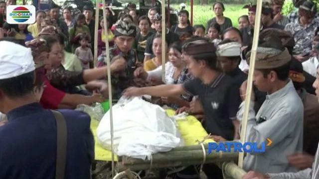 Putu Winda, mahasiswi korban pembunuhan di Pantai Induk, dikremasi pihak keluarga.