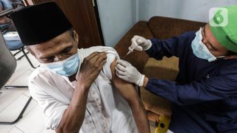 Antisipasi Lonjakan Kasus Seperti di Singapura, Pemerintah Percepat Vaksinasi Lansia