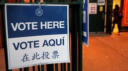 Sebuah TPS Pemilihan Presiden AS di sebuah sekolah di East Harlem di Manhattan, New York City, AS, Selasa (8/11). (REUTERS / Andrew Kelly)