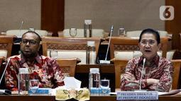 Presiden Direktur PT Freeport Indonesia Tony Wenas (kanan) mengikuti rapat dengar pendapat (RDP) dengan Komisi VII DPR RI di komplek Parlemen, Jakarta, Rabu (19/2/2020). Rapat membahas rencana kerja Freeport pascadivestasi serta mengevaluasi progres pembangunan smelter. (Liputan6.com/Johan Tallo)