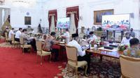Suasana rapat terbatas Presiden Jokowi, Wapres Ma'ruf Amin dan menteri Kabinet Indonesia Maju di Istana Merdeka Jakarta, Senin 3 Agustus 2020. (dok Biro Pers Sekretariat Presiden)