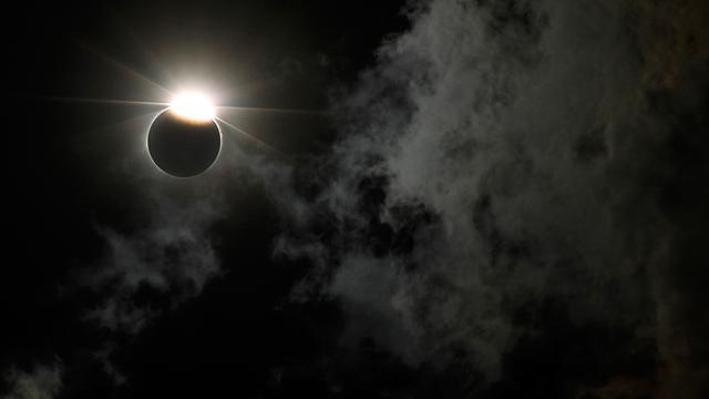 Gerhana Matahari Gelap Gulitakan Langit Amerika Serikat