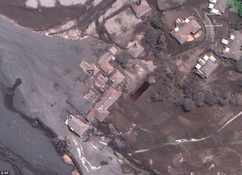 La Reunion Golf Resort terbungkus material vulkanik dengan bangunan yang rusak berat. (AP)