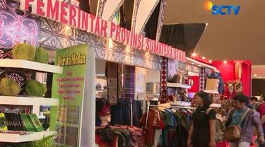 selain kuliner dan berbagai barang diskon, ternyata ada booth dari berbagai daerah yang menjual pernak-pernik atau makanan khas daerah.