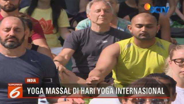 Di Amerika, festival yoga massal ini diselenggarakan di Time Square Kota New York dengan diikuti lebih dari 12 ribu orang peserta.