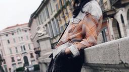 """Tidak hanya sebagai seorang artis, wanita kelahiran tahun 1987 ini juga memperluaskan karirnya dalam industri musik. Liu Yifei mengeluarkan single pertamanya yang berjudul """"Mayonaka no Door' pada tahun 2006. (Liputan6.com/IG/yifei_cc)"""