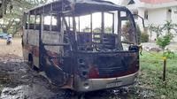 Bus milik Pemkab Pasangkayu yang hangus terbakar pada Sabtu 19 September 2020 malam (Foto: Liputan6.com/Abdul Rajab Umar)