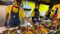 Restoran di Malaysia Kosong, Pengunjung Kaget Saat Lihat Kegiatan Para Pegawainya. (dok.Instagram @chicken_royale/https://www.instagram.com/p/CFEHB63IDBp/Henry)