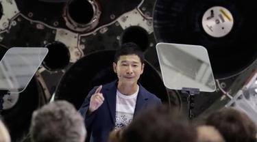Miliarder Jepang Yusaku Maezawa dalam konferensi pers di Hawthorne, California, 17 September 2018. SpaceX, perusahaan transportasi luar angkasa milik Elon Musk, mengumumkan Usaku Maezawa sebagai penumpang pertama penerbangan ke bulan. (AP/Chris Carlson)