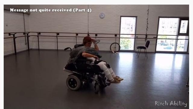 Ashleigh Ritchie, penyandang disabilitas celebral palsy mampu menari dari atas kursi rodanya