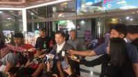 Ketua Umum Partai Persatuan Pembangunan (PPP) Suharso Monoarfa menjenguk Presien RI ke-3 BJ Habibie di RSPAD Gatot Subroto, Jakarta. (Liputan6.com/Muhammad Radityo Priyasmoro)