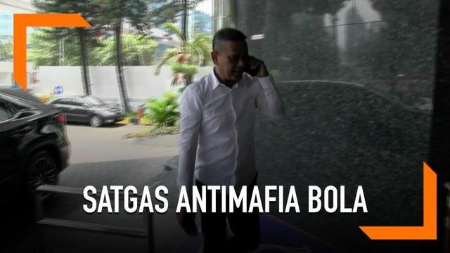 Satgas Antimafia Bola memeriksa eks Dirut PT Liga Indonesia Baru (LIB) Berlinton Siahaan. Berlinton diperiksa sebagai saksi kasus dugaan pengaturan skor.