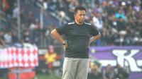 Agus Yuwono resmi menggantikan Eduard Tjong sebagai pelatih Madura FC, Selasa (13/8/2019). (Bola.com/Gatot Susetyo)