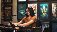 Musisi cantik Malang ini menawarkan sebuah musik pop dengan sentuhan klasik. Christabel Annora menuangkan ide-idenya ke dalam lagu secara mentah dan polos, tak sulit untuk menangkap ide utama dalam setiap lirik lagunya.(Liputan6.com/IG/@christabelannora)