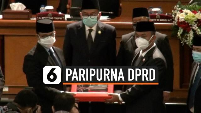 Pemprov DKI Jakarta menyerahkan rancangan APBD tahun 2021 dalam Rapat Paripurna Badan Legislatif DPRD DKI, Kamis siang. Total anggaran yang diajukan sebesar Rp 82,5 triliun dan masi diprioritaskan untuk penanganan pandemi Covid-19.