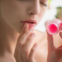 Lip scrub. (Foto: shutterstock.com By Juta)