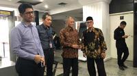 Pimpinan KPK, Agus Rahardjo, Laode M Syarif, dan Saut Situmorang menyambangi MK untuk mengajukan uji materi UU KPK, Rabu (20/11/2019). (Liputan6.com/ Putu Merta Surya Putra)