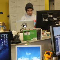 Ternyata, begini rasanya kalau kamu menjadi karyawan termuda di kantor. | via: bits.blogs.nytimes.com
