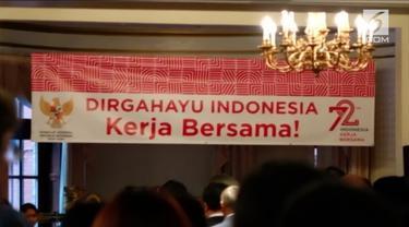 Sekitar 200 warga Indonesia bersama dengan KJRINY memperingati hari kemerdekaan Indonesia dengan upacara di ruang utama KJRI New York. VOA