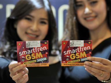 Model menunjukkan kartu perdana Smartfren Bonus Kuota (Bosku) di Jakarta, Selasa (26/3). PT Smartfren Telecom Tbk. meluncurkan kartu perdana Bonus Kuota (BosKu), dengan benefit bonus kuota hingga 360 GB selama 2 tahun. (merdeka.com/Iqbal S. Nugroho)