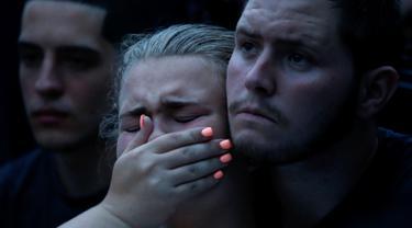 20160612-Duka Mendalam Selimuti Kerabat Korban Penembakan Klub Gay di Florida-AS