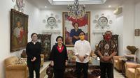 Ketua Umum DPP PDI Perjuangan (PDIP) Megawati Soekarnoputri menerima kedatangan calon wali kota Solo yang juga putra Presiden Joko Widodo (Jokowi), Gibran Rakabuming Raka di kediamannya di Jalan Teuku Umar,