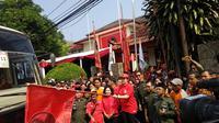 Puan Maharani melepas iringan bis mudik gratis PDIP (Ahda Bayhaqi/Merdeka.com)