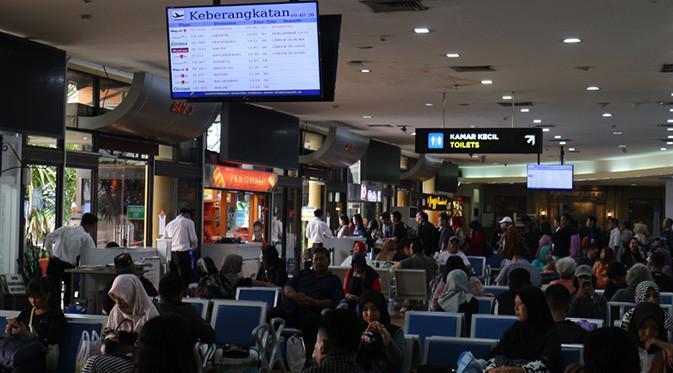 Jumlah penumpang di Bandara Adisutjipto terus meningkat setiap tahunnya. Tahun 2017 lalu jumlahnya lebih dari 7,8 juta penumpang.