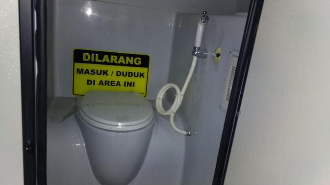 Toilet di dalam bus Laksana Legacy SR2 Double Decker (Liputan6.com/Yurike)#source%3Dgooglier%2Ecom#https%3A%2F%2Fgooglier%2Ecom%2Fpage%2F%2F10000