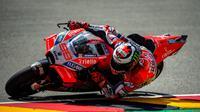 Pembalap Ducati, Jorge Lorenzo saat melakoni latihan bebas MotoGP Jerman 2018 di Sirkuit Sachsenring. (Twitter/Ducati Motor)