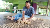 Meningkatnya kualitas pasokan listrik di perbatasan Indonesia-Malaysia di Jagoi Babang, Kabupaten Bengkayang, Kalimantan Barat, disambut baik para pelaku UMKM. (Liputan6.com/ Aceng Mukaram)