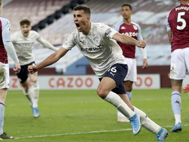 Pemain Manchester City, Rodrigo, melakukan selebrasi usai mencetak gol ke gawang Aston Villa pada laga Liga Inggris di Stadion Villa Park, Rabu (21/4/2021). City menang dengan skor 2-1. (Carl Recine/Pool via AP)