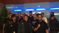 Kepala Kanwil DJBC Khusus Kepulauan Riau, Rusman Hadi bersama Satgassus Polri Kombes Suwondo Nainggolan saat menggelar jumpa pers terkait hasil pemeriksaan kapal diduga bermuatan sabu di Karimun. (Foto: Edo/Batamnews)