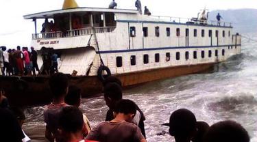 Kapal nyaris tenggelam