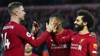 Pemain Liverpool merayakan gol yang dicetak oleh Mohamed Salah ke gawang Southampton pada laga Premier League di Stadion Anfield, Sabtu (1/2/2020). Liverpool menang 4-0 atas Southampton. (AP/Jon Super)