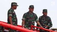 Panglima TNI, Jenderal TNI Gatot Nurmantyo meninjau Geladi Resik HUT ke-72 TNI di Cilegon, Banten, Selasa (3/10). (Liputan6.com/Angga Yuniar)