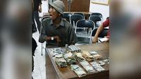 Legiman, pengemis yang miliki aset hingga miliaran rupiah. (dok. SATPOL PP FOR RADAR KUDUS/JawaPos.com)