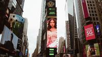 Nadin Amizah di Times Square, New York (Instagram @cakecaine)