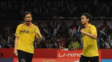 Hendra Setiawan/Muhammad Ahsan sukses meraih gelar juara dunia ganda putra 2015 setelah mengalahkan Liu Xiaolong /Qiu Zihan di final, Minggu (16/8/15) Istora Senayan Jakarta.