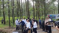 Jokowi mengunjungi Taman Nasional Gunung Merapi Jurang Jero (Foto: Liputan6/Lisza Egeham)