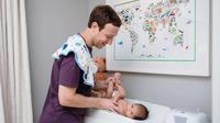 Mark Zuckerberg unggah foto putrinya yang sedang renang untuk pertama kali. Menggemaskan!