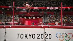 Dalam babak final, baik Barshim maupun Tamberi tidak sekalipun gagal dalam upayanya melakukan lompatan tertinggi. Akhirnya, kedua atlet harus melalui lompatan setinggi 2,39 meter untuk menentukan siapa yang berhak atas medali emas. (Foto: AFP/Ben Stansall)