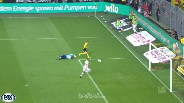 Borussia Dortmund berhasil menyalip Bayer Leverkusen dari posisi tiga klasemen Bundesliga setelah mengalahkan rival mereka 4-0 di ...