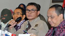 KPK masih memproses 6 tersangka terkait ijon proyek infrastruktur di Papua Jakarta, Rabu (21/10/2015). Uang sejumlah 177.700 dollar singapura atau sekitar Rp. 1,769.714.300 berhasil diamankan saat OTT dari Dewi Yasin Limpo (Liputan6.com/Helmi Afandi)