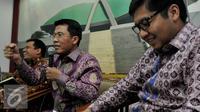 Anggota DPR Misbakhun (tengah) menyampaikan pandangannya dalam diskusi menguji efektifitas paket kebijakan ekonomi Jokowi, Senayan, Jakarta, Kamis (10/9/2015). (Liputan6.com/Johan Tallo)